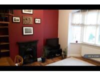 1 bedroom flat in Waldegrave Road, London, W5 (1 bed)