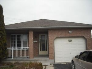 Room for rent in student house - close to Fanshawe - Sept 1
