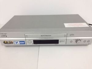 Sony VCR with Remote Control in Excellent Condition