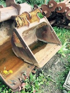 """Finning 36"""" clean up bucket. Backhoe or small excavator."""