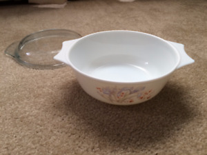 2-Qt White Pyrex dish with glass lid for sale