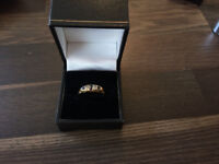BEAUTIFUL 9CT GOLD SAPPHIRE AND DIAMOND RING - Size 8.5 - R