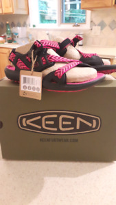 New in box Size 5 Keen sports sandals