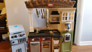 Selling Little Tikes Grillin play kitchen