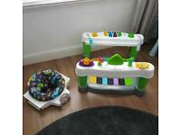 Baby play piano walker