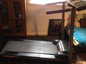 Running machine /treadmill