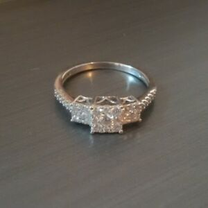 Beautiful Engagement Ring - size 6.5