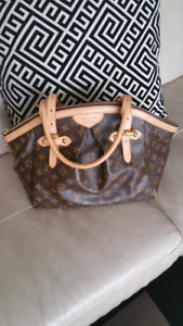 Authentic LV Tivoli Monogram  GM Handbag located in Kelowna