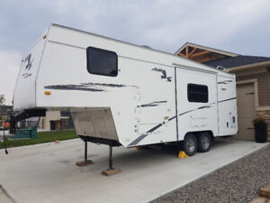 2003 24ft Arctic Fox 5th wheel in great condition