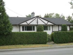 Upper 3 Bdrm Suite close to UVIC
