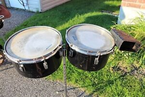 timbales avec cloches et pieds