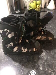 Snow board boots size 4