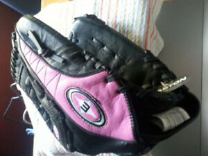 WOMANS BREAST CANCER AWARENESS BASEBALL GLOVE