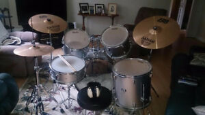 EVANS CB DRUM SET-SP SERIES- SABIAN SYMBOLS--in new condition--T