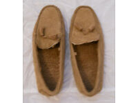 MENS SUEDE LOOK MOCCASIN SLIPPERS SIZE 42-43/8-9
