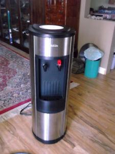 fontaine distributeur refroidisseur d'eau et eau chaude Sunbeam