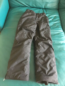 Like new MEC Youth ski pants size 14