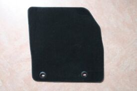 Front car mats to fit Ford Focus 2006-2011. New and unused genuine Ford mats in black