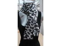 Ladies Leopard Effect Scarf Color Black,White.