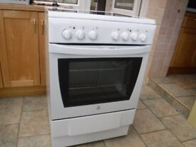 INDESIT FAN ASSISTED SINGLE OVEN WITY CERAMIC HOB