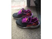 Nike air trainer Nike huaraches