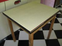Lovely Vintage 1950s / 1960s Extending Formica Topped Kitchen Table.