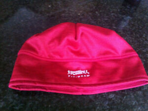 Running Room beanie... red... one size fits all