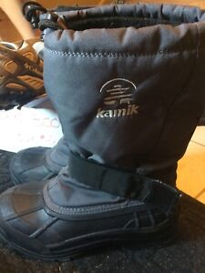 Kamik boots mens/youth size 8