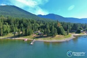 Cute and cozy waterfront home on Kootenay River Procter 198143