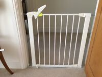 Mothercare(Lindam) pressure fix wide walk-through safety gatewith extension kit