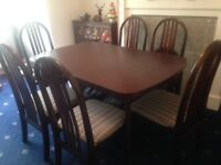 Selling a good quality table and 6 chairs in v good condition