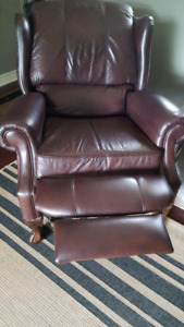 2 brown leather recliners beautiful carved legs