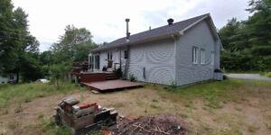 Maison à vendre Sainte-Julienne **2 garages**