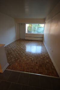 Renovated 2.5 avail immediately  - NDG - SHERBROOKE W - VENDOME