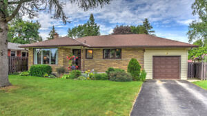 COZY BUNGALOW IN STRATFORD!!!