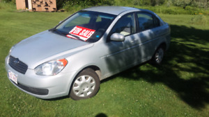 2010 Hyundai Accent Sedan *Fully loaded!*