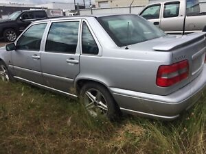 2000 Volvo S70 for parts , needs transmission .$500.