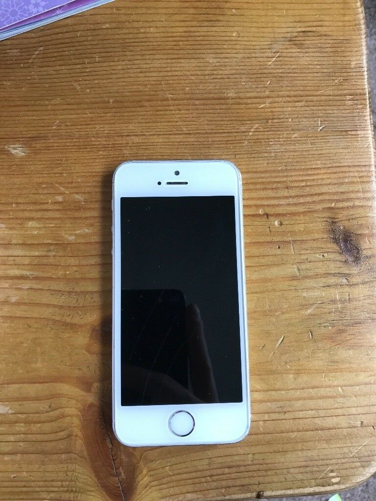 Apple IPhone 5s silver 16gb LOW PRICEin Christchurch, DorsetGumtree - Cheap iPhone for sell. £75. Pictures show the cosmetic damage you can see screen has a few scratches hence the price. Camera has a black fuzzy dot on pictures so please bare this in mind when purchasing. Phone with box but no plug or cable. Can be...