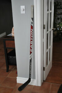 BATON HOCKEY EASTON CARBON SYNERGY DROITIER - JUNIOR