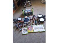 Xbox 360 Skylanders 4 portals, 3 games and 30 figures, bag.