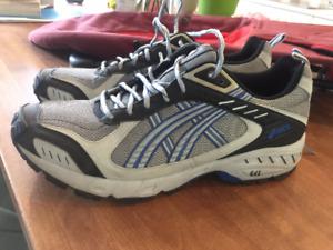 Asics Duomax Gel (chaussures de course avec pics à glace)