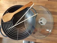 Cast iron wok with accessories