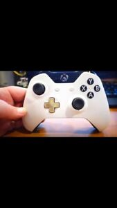 SELLING XBOX ONE LUNAR CONTROLLER.