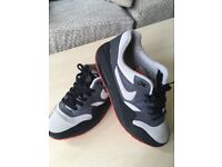 Size 6 Adults Nike Air Trainers