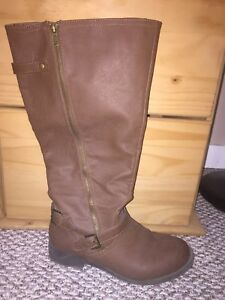 Size 9 wide calf riding boots