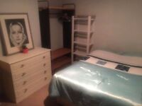 Double room in Tooting Bec. Available Now.