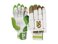 BRAND NEW CA Plus 15000 Cricket Gloves with Case