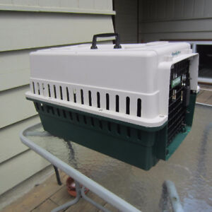 Hard sided pet kennel/carrier