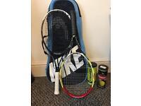 2 tennis rackets + 5 balls + a bag
