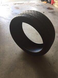 Delinte 305/35 R24 tire